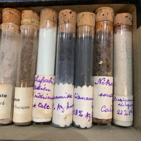 Chimiothèque: Tube à essai d'échantillons d'engrais