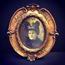 Large haunted baroque frame: Tante Tilly
