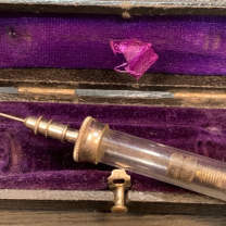 Old little syringe of PRAVAZ - XIXth century