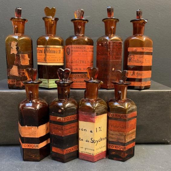Cabinet of medecine: Toxic dropper