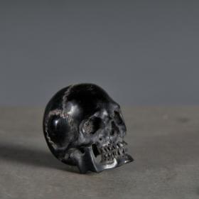 Memento Mori (Noir) - Crâne sculpté