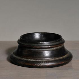 Socle pour oeuf / boule en bois tourné