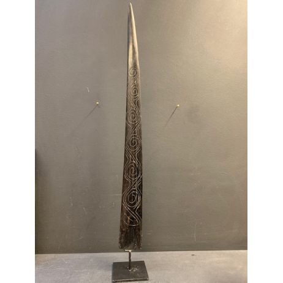 Black engraved swordfish rostrum from Bornéo (item B)
