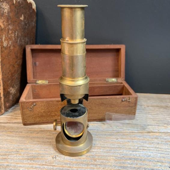 Old brass drum microscope in its mahogany box - XIXth century