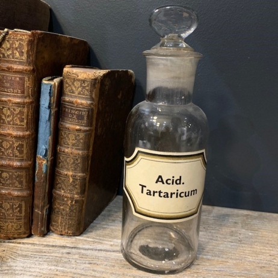 Pharmacy jar: Acid tartaricum - tartaric acid