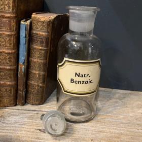 Pharmacy jar: Natr. benzoic - Sodium Benzoate