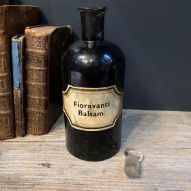 Pharmacy jar: Fioravanti Balsam. - Fioravanti balm