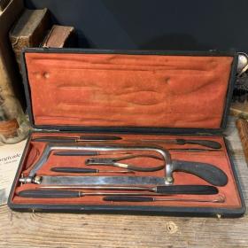 Coffret d'amputation - XIXème siècle - Fabriquant LÜER - Paris
