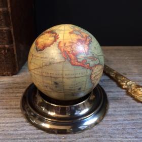 Petit Globe Vaugondy 1745 en boîte