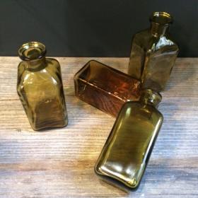 Flacons pharmacie anciens avec étiquettes