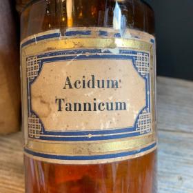 Acidum tannicum - Tannic acid - Pharmacy bottle - Art Deco label