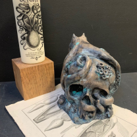 Bartholomé N°4: Sculpture de crâne et pieuvre en résine et poudre de bronze - Edition limitée (100 pièces)