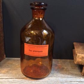 Flacon ancien en verre avec étiquette d'huile de foie de morue