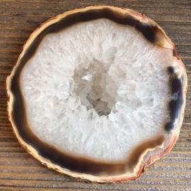 Tranche d'Agate naturelle avec cristal de roche