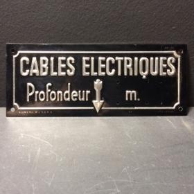 Plaque en tôle emboutie: Câbles électriques