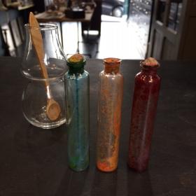 3 anciennes fioles de couleur