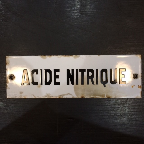 "Enamel plate ""NITRIC ACID"" in black"
