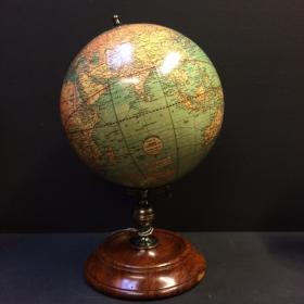 Globe terrestre Weber & Costello sur pied USA 1921 GL026