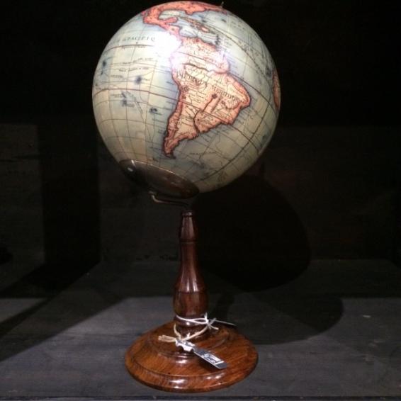Globe Vaugondy 1745 sur pied classique avec déport