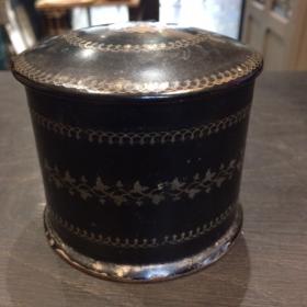 Victorian lacquered round box. Napoleon III