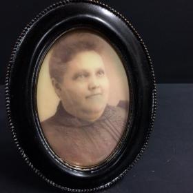 Cadre hanté Tante Bertha (ovale noir)