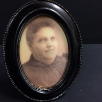Haunted frame: Aunt Camilla (black oval)