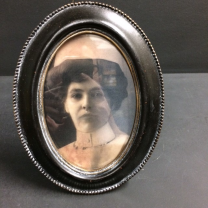 Haunted frame: Aunt Carmilla (black oval)