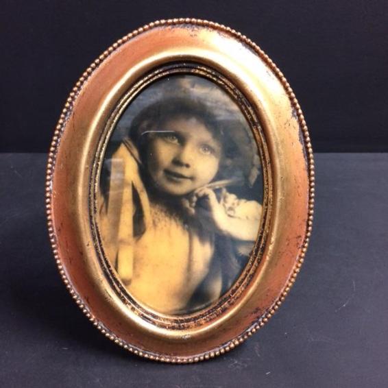 Haunted frame: Luna (golden oval)