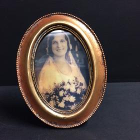 Haunted frame: Aunt Sarah (golden oval)