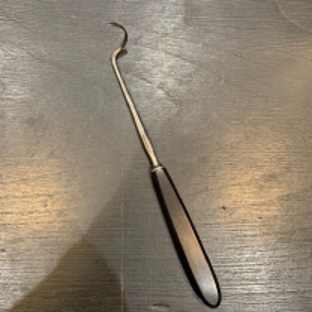 Instrument de chirurgie ancien: Porte-aiguille de Deschamps- manche ébène